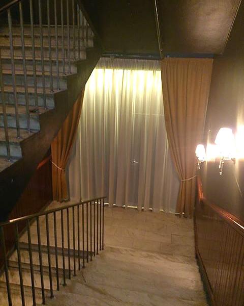 Biljardpalatset efter. Hide a Light och gardiner i flamskyddat tyg från Milla design.