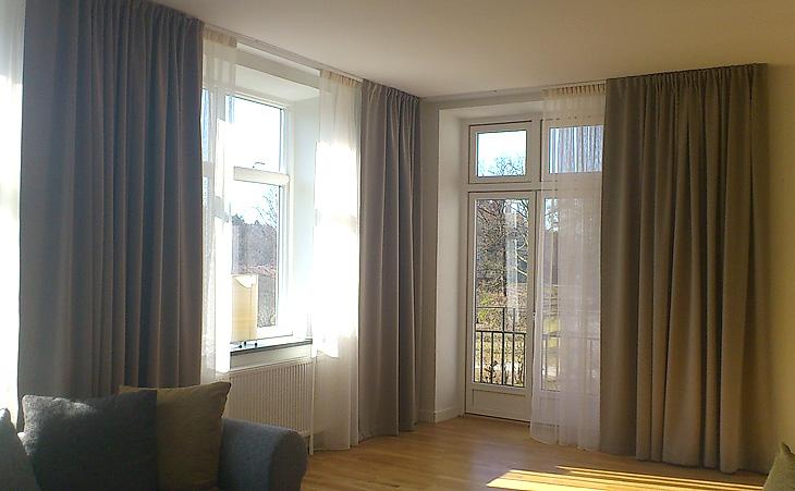 """""""Hotelluppsättning"""" i mörkläggande tyg samt voile. Privathem i Göteborg i samarbete med Intro Inred."""